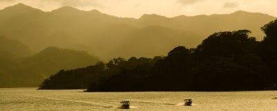 Lac près de volcan d'Arenal Photo libre de droits