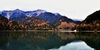 Lac Ritsa mountain Photos stock