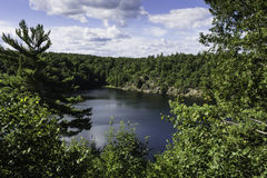 Lac rose en parc de Gatineau Photo stock