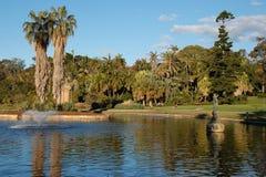 Lac royal gardens botaniques de Sydney avec la fontaine image stock