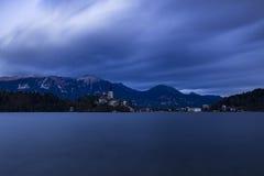 Lac saigné au coucher du soleil image stock