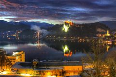 Lac saigné au coucher du soleil, Slovénie photos libres de droits