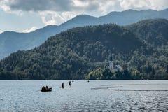 Lac saigné avec l'île en Slovénie images libres de droits