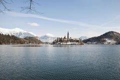 Lac saigné avec le château derrière, saigné, la Slovénie Images libres de droits
