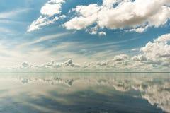 Lac salt Elton et réflexion photos stock