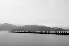 Lac sans fin de brouillard photographie stock