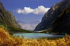 Lac scénique de montagne Photo stock