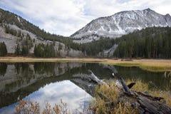 Lac scénique de montagne, haute sierra lac Images stock