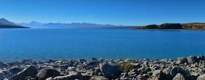 Lac scénique Pukaki et montagnes environnantes en Mackenzie Basin Images libres de droits