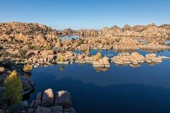Lac scénique watson dans l'automne Photos stock