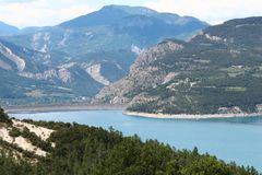 Lac Serre-Poncon, paysage de montagne, France Images stock