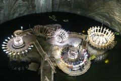 Lac souterrain dans le musée de Salina Turda de mine de sel en Roumanie image stock