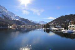 Lac st Moritz d'hiver après la chute de neige Photos libres de droits