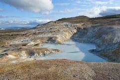 Lac sulphureux dans la zone volcanique en Islande Photos libres de droits