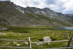 Lac summit sur le chemin de monter Evans Photos libres de droits