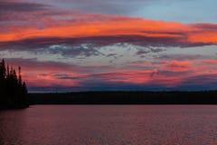 Lac sur le coucher du soleil Photo stock