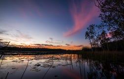 Lac sur le crépuscule Image stock