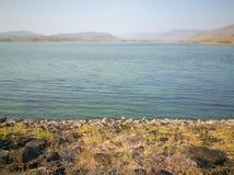 Lac sur le recouvrement de montagne Photographie stock libre de droits