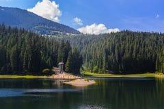 Lac Synevir dans le carpathien photos stock