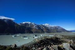 Lac Tasman et le débouché vers le lac Pukaki Photo stock
