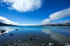 Lac Tekapo un jour brillant Photographie stock