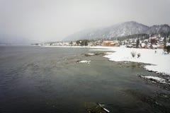 Lac Teletskoye à l'hiver Photo libre de droits