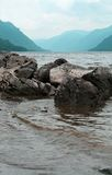 Lac Teletskoye. Montagnes d'Altai Photo libre de droits