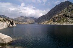 Lac tort, Fosca Valley, province de Lérida, Catalogne, Espagne photographie stock libre de droits
