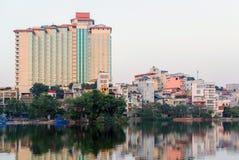 Lac Truc Bach de lac au centre de la capitale du Vietnam Hanoï photo stock