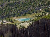Lac turquoise dans le paysage de l'Himalaya élevé Photos stock