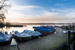 Lac Varèse du petit port de Cazzago Brabbia, province de Varèse, Italie Photos libres de droits