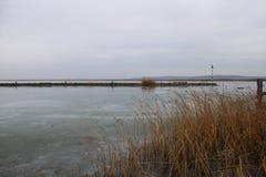 Lac Velence dans l'hiver photographie stock libre de droits