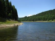 Lac Vidra dans la station de vacances de Voineasa Images libres de droits