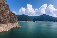 Lac Vidraru, Roumanie Paysage de lac Vidraru dans le MOU carpathien photo libre de droits