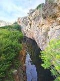 Lac Vouliagmeni en Attica Greece - lac grec Images stock