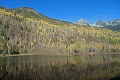 Lac W Mt.Famham (montagnes de Selkirk), Kootenay, Canada duncan photographie stock libre de droits