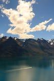 Lac Wakatipu avec le bateau Photos stock