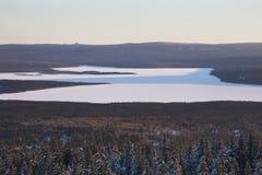 Lac Zyuratkul, paysage de coucher du soleil d'hiver Forêt Photo libre de droits