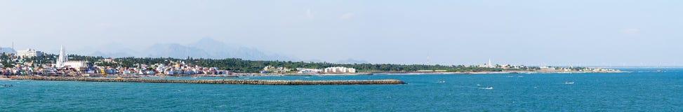 Laccadive Kanyakumari i morza miasteczko na tle góra Zdjęcia Stock