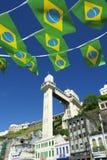 有旗子的萨尔瓦多巴西Lacerda电梯 库存照片