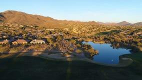 Lacet aérien de terrain de golf de l'Arizona laissé banque de vidéos