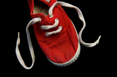 Lacets de chaussure avec d'isolement sur le noir image stock