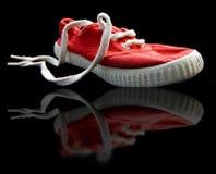 Lacets de chaussure avec d'isolement sur le noir photos stock