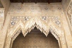 Laceworkstuckatur i Alhambraen av Granada royaltyfri bild