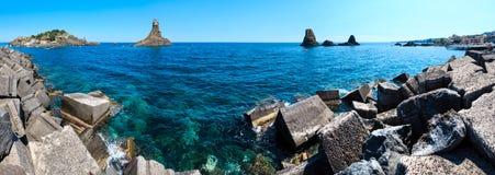 Lachea ö på Aci Trezza, Sicilien kust royaltyfri foto