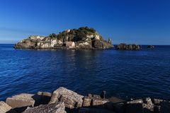 Lachea-Insel in Aci Trezza, Sizilien Lizenzfreie Stockfotos