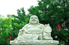Lachen angesichts des Buddhas Stockfotos
