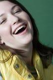 Lachen der jungen Frau stockbild