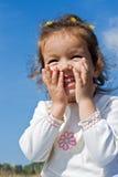 Lachen des kleinen Mädchens Lizenzfreie Stockfotos