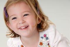 Lachen des kleinen Mädchens Lizenzfreie Stockbilder